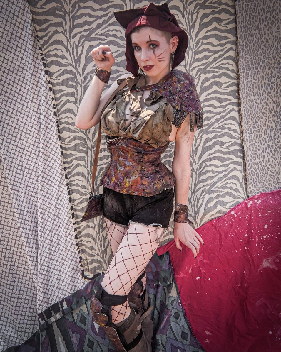 Easier to see pic of my #postapoc #HelloKitty kit 🐈 The kitty print is made from faux leather repurposed from damaged purses. This was used for the pauldron, bracelets, corset, and shin gaurds 🐱 Hand painted and hand sewn.  #fishnets #costume #handmade #sewing #wastelandweekend