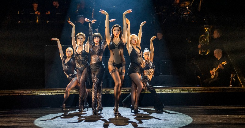 Ladies and Gentleman, the most glamorous cast in town is ready to hit the road again for the #ChicagoUKTour , but not before one more sexy and sassy performance in Northampton 💋 🎟️ chicagothemusical.com/international-… 🎟️