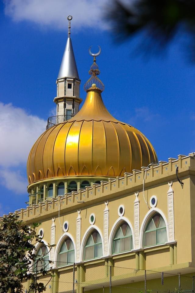 مسجد النبي سعين أو مقام النبي سعين، من أجمل المساجد في إسرائيل، يقع في أعلى نقطة