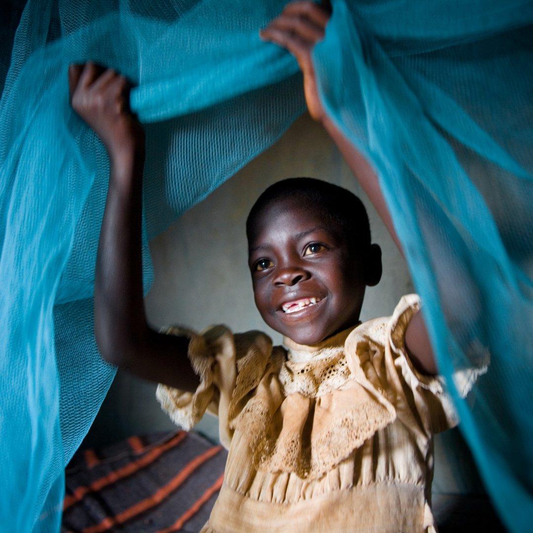 Fantastiska nyheter att #vaccin mot malaria godkänt av @WHO. Malaria är den främsta orsaken till barnsjukdom och död i Afrika söder om Sahara. Mer än 260 000 afrikanska barn under fem år dör årligen av sjukdomen.  Vaccinet förväntas rädda tusentals liv varje år. 💙#VaccinesWork https://t.co/zEqSPwhgFb