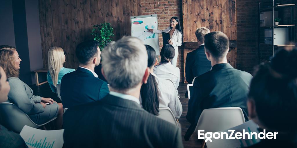 Yüksek hedefler ve hızlı ihtiyaçlar, stres ve baskı getirir. CEO'lar çevikliğin ve hızın çok daha önemli hale geldiği günümüzde, bu durumun empati ve samimiyeti azaltacağından endişe ediyor. bit.ly/3zJVbQ9 #EgonZehnder #CEO #ItStartswithCEO