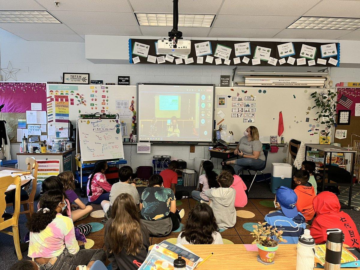 طلاب الصف الخامس MsRoseTweets يشاهدون طلاب الصف الثالث في MsBergsClass يقدمون عن عملهم المذهل في رعاية AWLAArlington الحيوانات الأليفة التي تنتظر منازلها ذات الأوتار! https://t.co/dULNue5Hsw