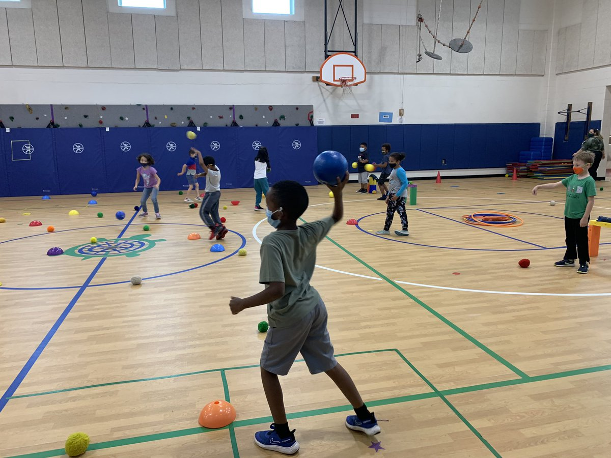 2nd and 3rd graders have wrapped up their throwing unit this week by playing the classic Angry Birds live! <a target='_blank' href='http://twitter.com/CampbellAPS'>@CampbellAPS</a> <a target='_blank' href='http://twitter.com/Mrs_RossClass'>@Mrs_RossClass</a> <a target='_blank' href='https://t.co/KEw460Fcl2'>https://t.co/KEw460Fcl2</a>