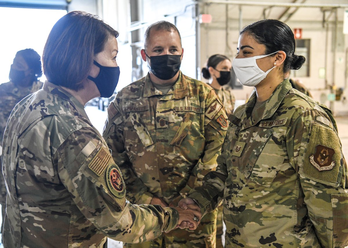 Thanks for stopping by! @cmsaf_official visited with our #ReserveResilient Airmen from the @445AW and 655th Intelligence, Surveillance and Reconnaissance Wing. Read more: afrc.af.mil/News/Article-D…