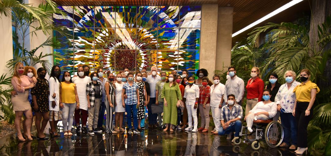 Las puertas de Palacio se abrieron para dialogar con activistas LGBTIQ+ de #Cuba. Un encuentro conmovedor, del que saldrán muchas soluciones. Amén de lo que se ha avanzado, nos percatamos de la magnitud del trabajo que queda por delante. #TodosLosDerechosParaTodasLasPersonas