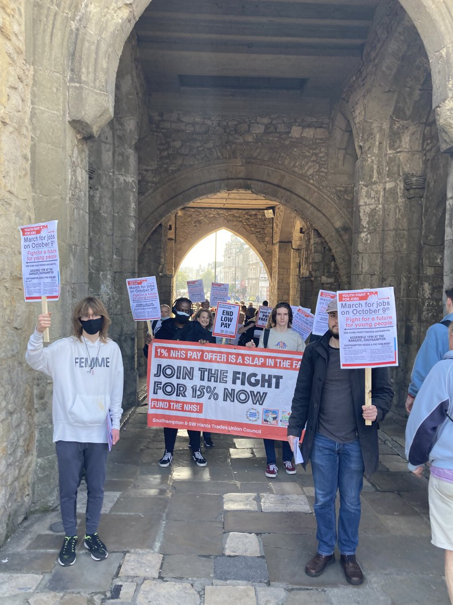 Youth Fight for Jobs march in #Southampton for jobs, £15/hour minimum wage, trade union rights and rent controls. We won't pay for Covid capitalist crisis. Make the 1% pay #jobs #rents #pay #livingwage #housing #tradeunions #rights