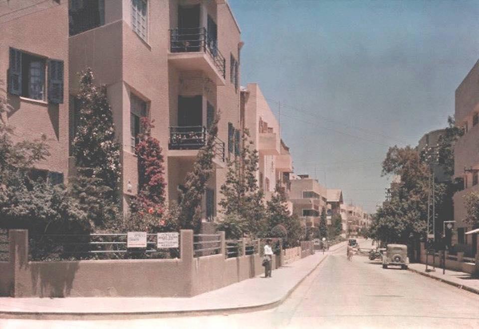 صورة لمدينة تل أبيب عام 1938.. اليهود حولوا بسواعدهم تل أبيب من كثبان رملية إلى واحدة من أجمل مدن…