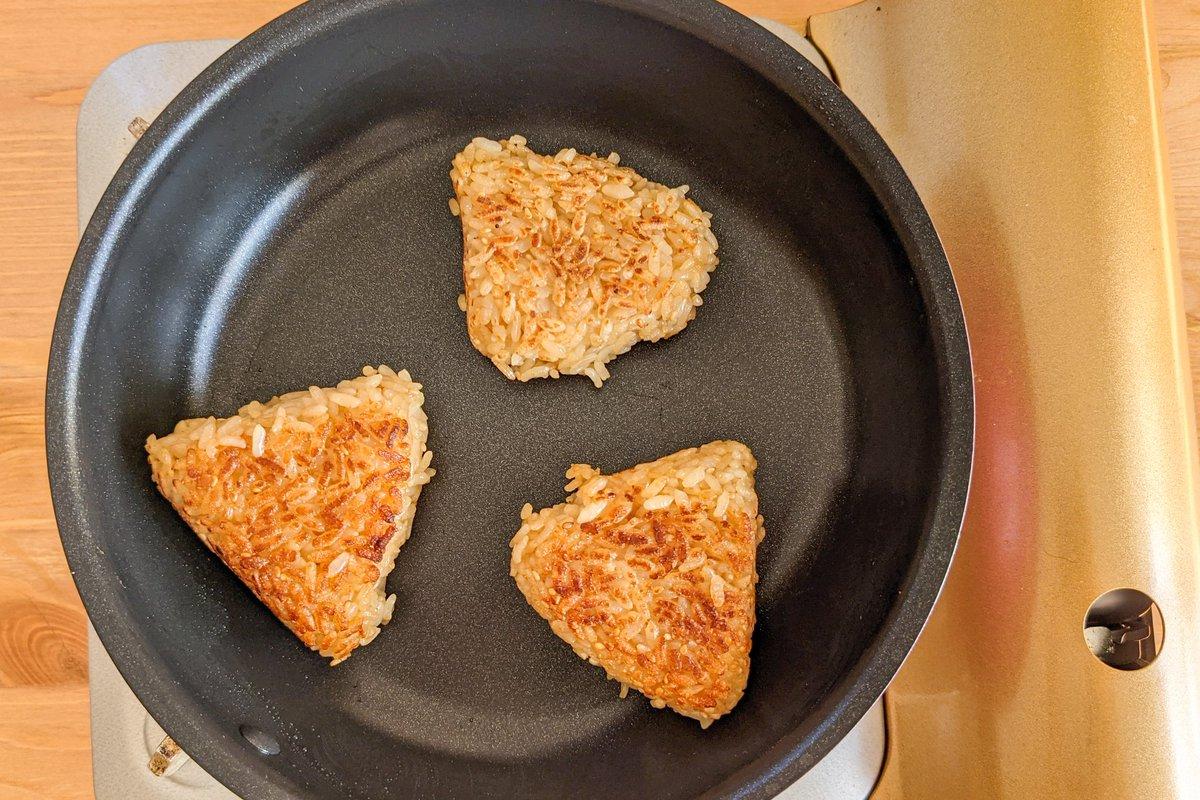 何個でも食べられちゃう美味しさ?!あの調味料を使った「焼きおにぎり」レシピ!