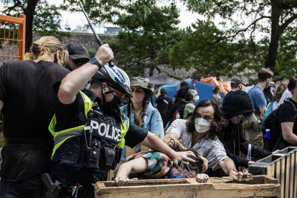 In this pic Toronto Police don't hold back when anti-vaxers interfere with people trying to access a hospital … wait a minute … oops, my bad …that's a pic of a rally to prevent homeless encampment people from being beaten & arrested. @TorontoPolice @JohnTory #HomelessCrisis