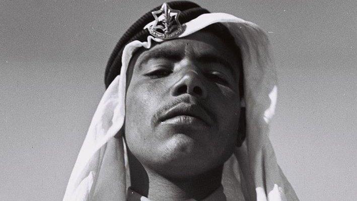 الصورة لجندي عربي في جيش الدفاع الإسرائيلي عام 1949.. المواطنون العرب ينخرطون في جيش الدفاع الإسرائيلي…