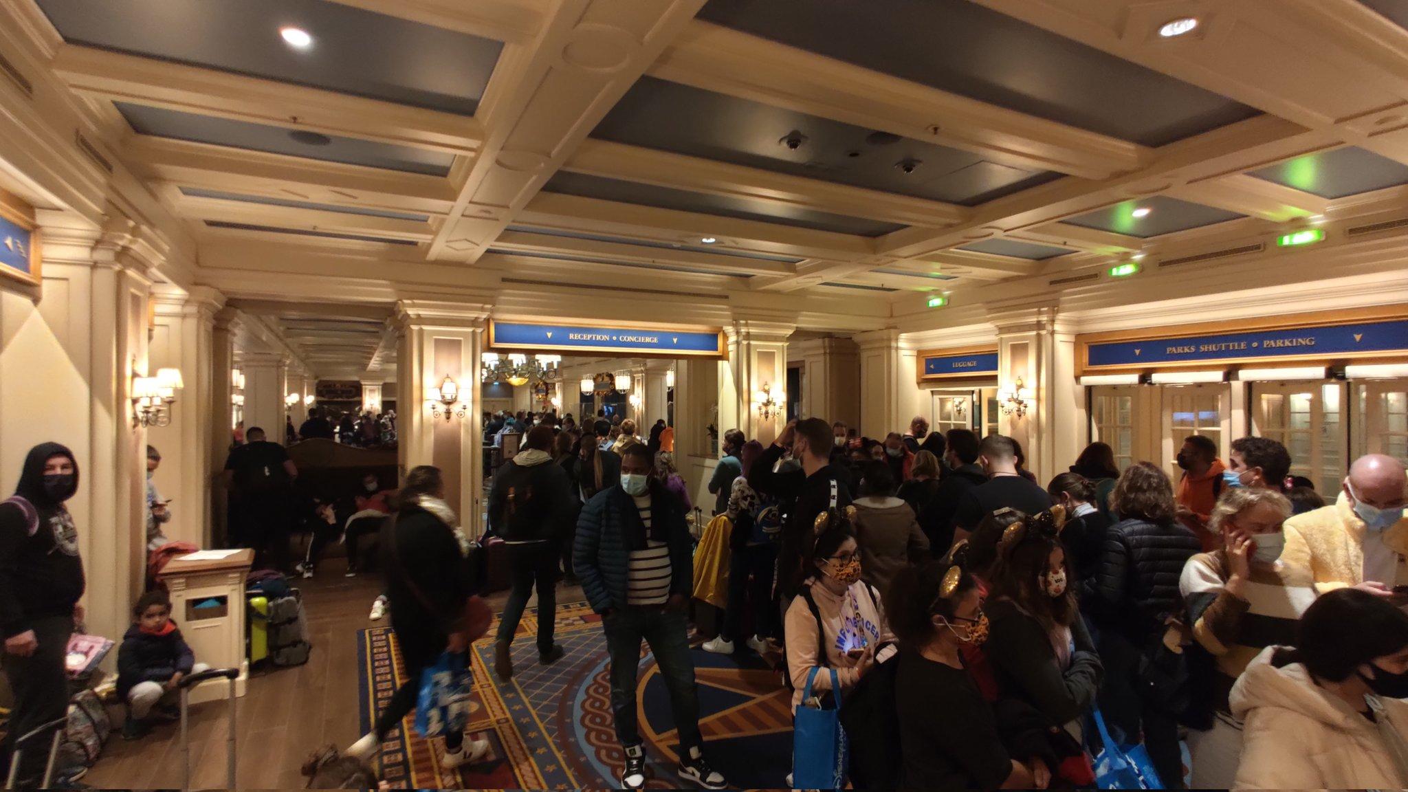 Greve cria caos no hotel Disney's Newport Bay Club