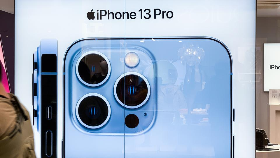 iPhone 13 Pro Hacked: Chinese Hackers Suddenly Break iOS 15.0.2 Security
