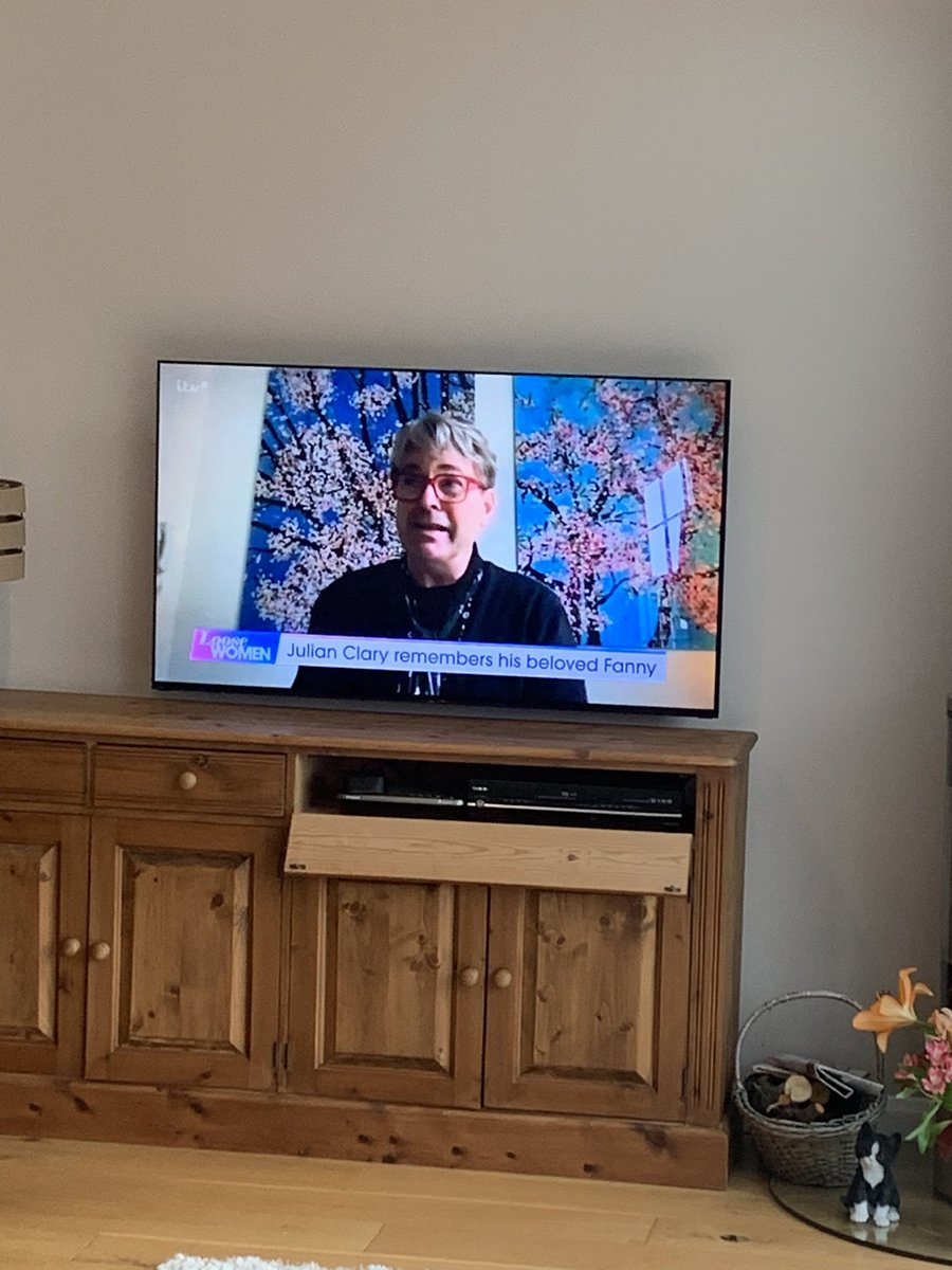 Saw my mum was watching Loose Women and…someone in production is having fun today https://t.co/o2xTRPfmw6