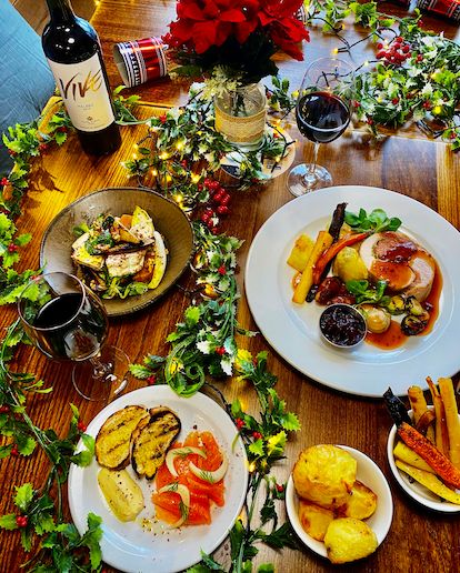 It's almost the most wonderful time of the year ❄️🎄 Whether you want a full turkey dinner with all the trimmings, 🦃 or a delicious vegan spread, 🌿 we've got you covered with our delicious three-course meals. MENU bit.ly/crownxmasmenu BOOK bit.ly/crownxmasbook
