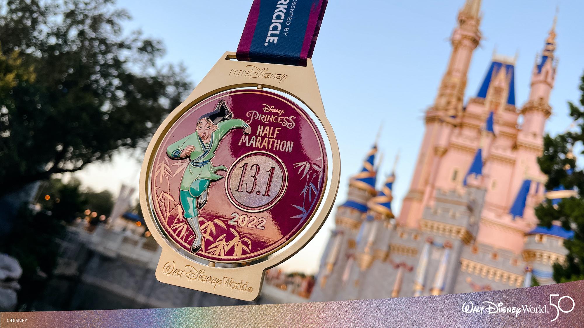 Disney revela medalhas da Meia-Maratona das Princesas Disney 2022