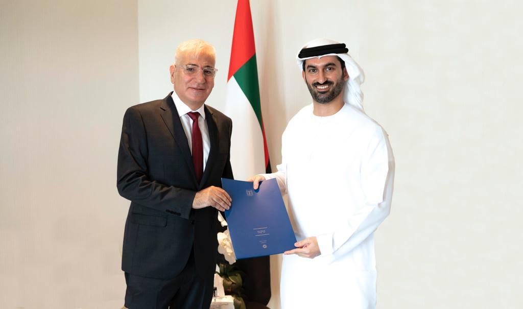 قدم سفير اسرائيل لدى الامارات امير حايك اليوم نسخة من اوراق اعتماده للسيد خالد