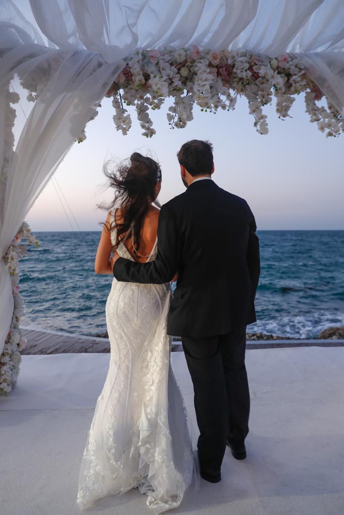 بالأمس تم إقامة أول حفاف زفاف يهودي في مملكة البحرين منذ 52 عامًا.. ألف مبروك! @hnonoo75 …