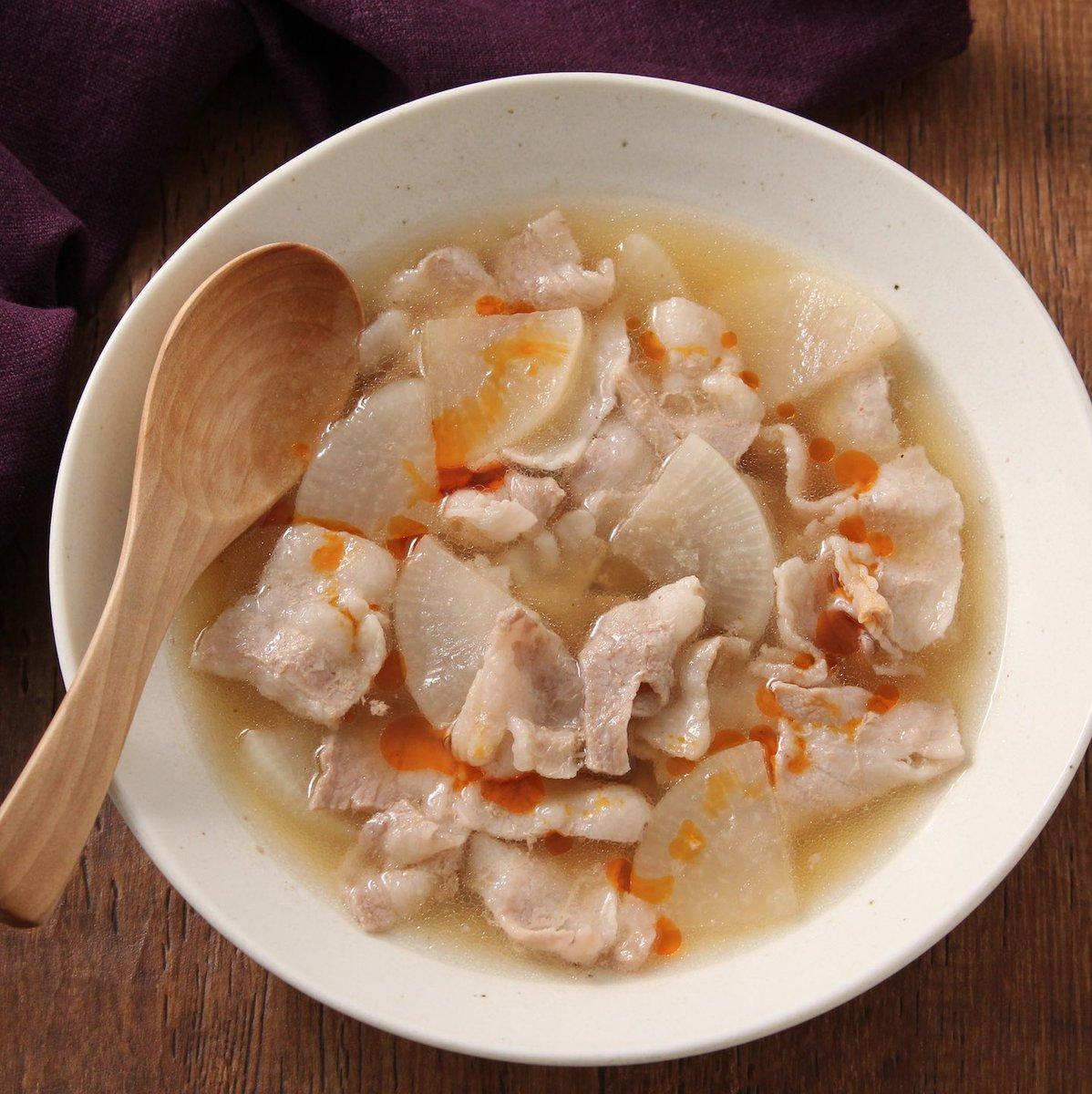 ごろごろ入った具材に食べたときの満足感も大きそう!電子レンジで作れる簡単スープレシピ!