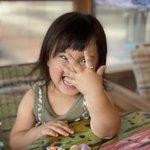 念願の「指輪」を手に入れて喜ぶ乙女な娘です。本当に手に入れたのは指輪だけ?