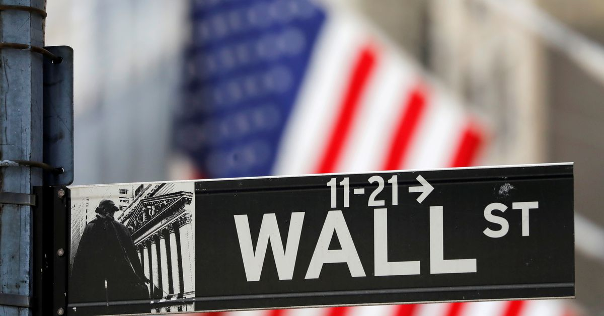 Wall St ends choppy session lower on earnings jitters; financials down