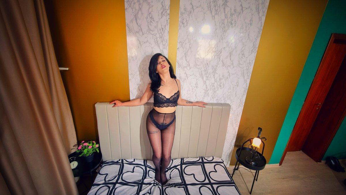 I'm in the mood for some deep dick. Check me here elitegirls.live/LyraPhoenixxx camgirl online horny