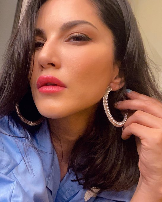 I wanna hear more about your #NFT collection!! Let's chat: https://t.co/9xjrNoQVTx . . .  #SunnyLeone