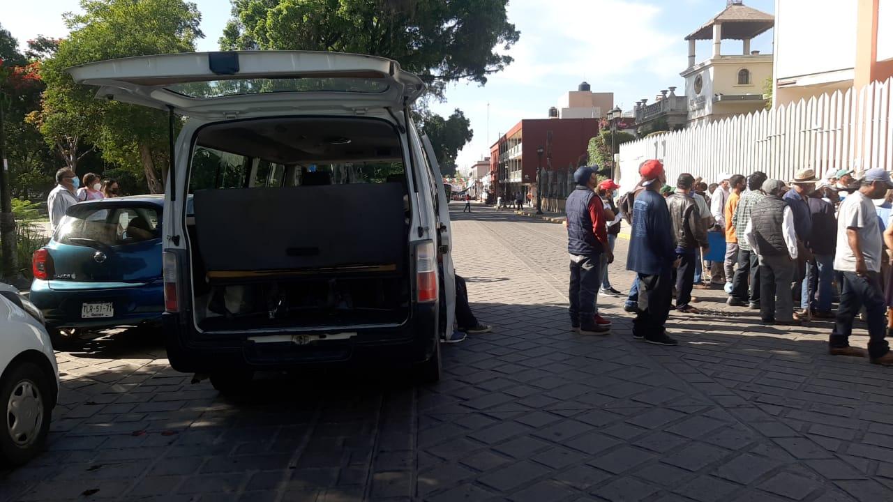 Por anuncio de reapertura del centro turifico Hierve El Agua, bloquean avenidas en Oaxaca