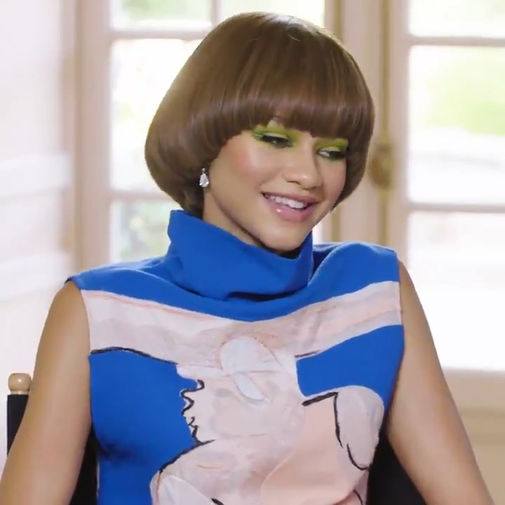 To all @Zendaya fans: She sees you, she loves you, AND she appreciates you for always calling out her spelling. 👀  To watch her answer more fan mail: