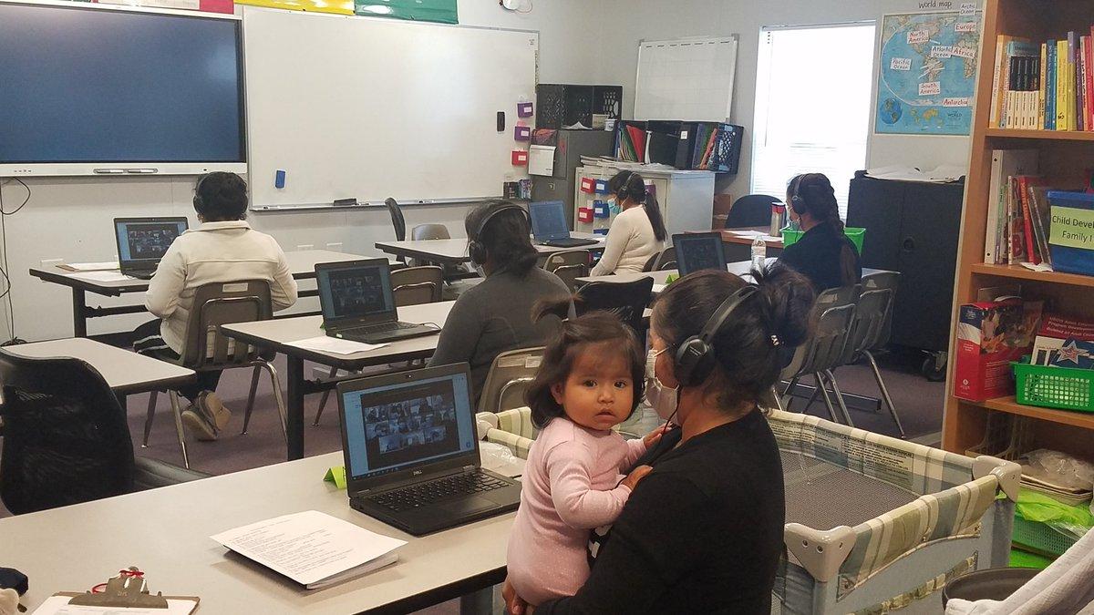 与我们的新老社区合作伙伴合作。 通过 zoom 在哥伦比亚派克图书馆和古德温之家志愿者与琼穆赫兰进行对话练习。 实习生来自APS接受'>@APSACCECE 帮助实现它。 这需要一个村庄。APS脸'> @APS面对APS弗吉尼亚'> @APS维吉尼亚州APS_ESOL'> @APS_ESOL @Margaretchungcc https://t.co/JnPpw0nvDZ