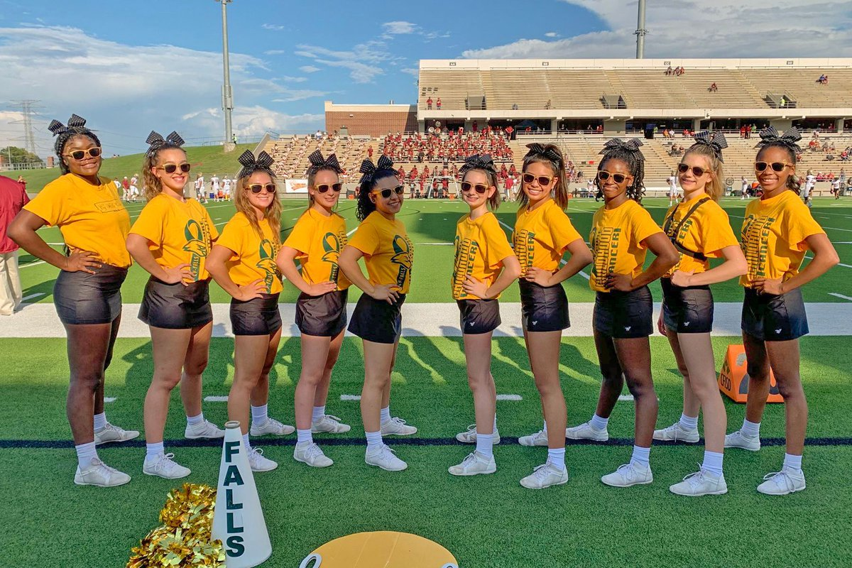 Another great #cfisdHSJN story. Thank you Dominique Casey and Dajalay Clark with @cyfallspress for putting this article together on @CyFallsCheer and @CDUBCheer212 teaming up to raise funds for childhood cancer awareness. #CFISDspirit 🎉