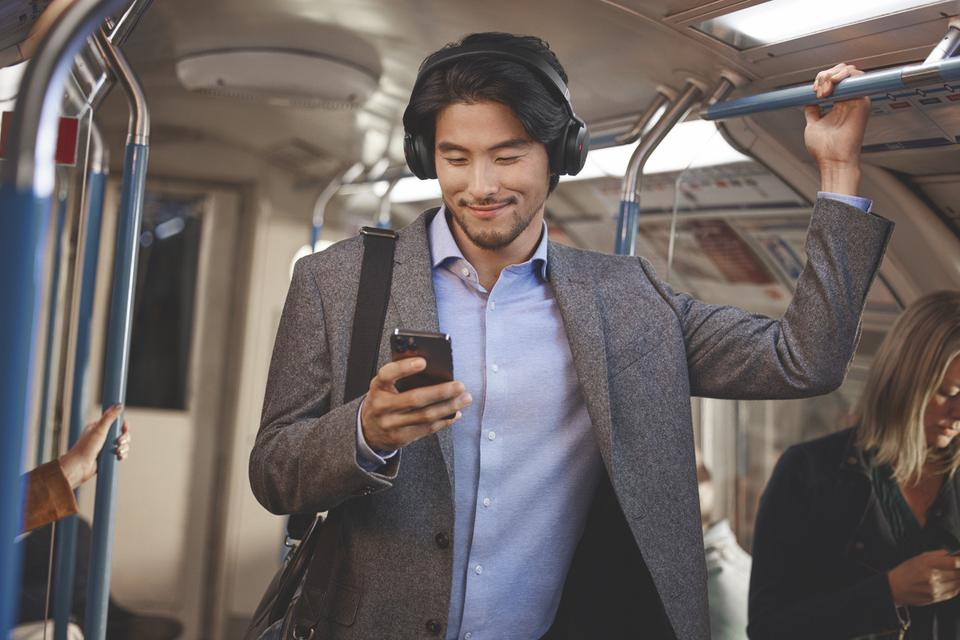 Jabra Launches Evolve2 75 Headset Especially For Hybrid Workers