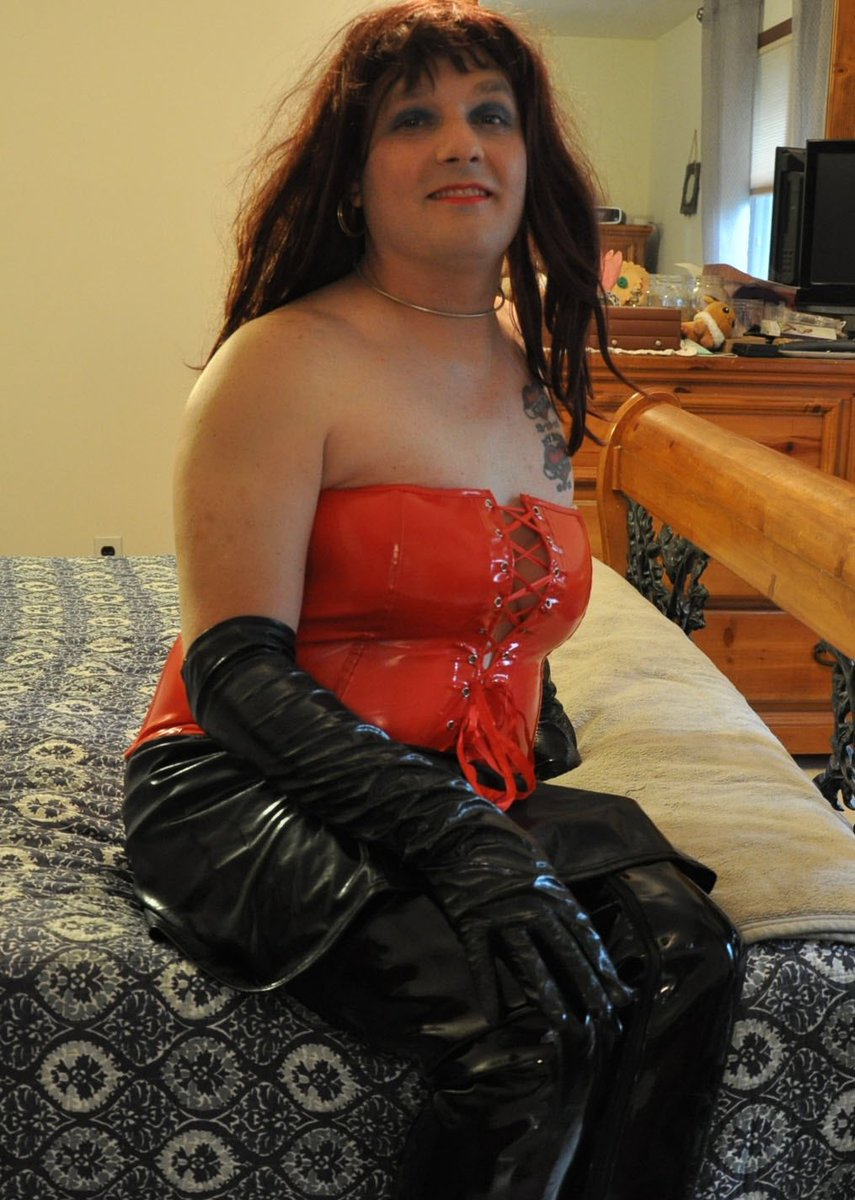 This was the final result once I had the gloves and boots and all that yummy PVC on. Sadly the lighting was only okay, but since this was the first time I'd dressed in a while, I had a great time anyway