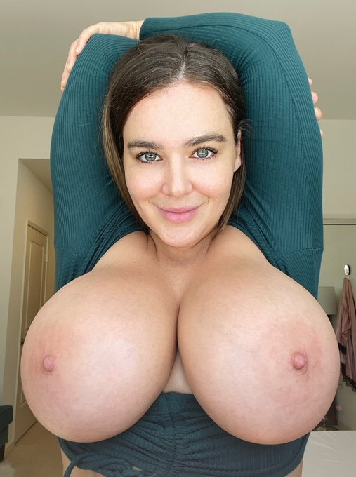 1 pic. Who wants to celebrate Titty Tuesday with me??? Slide into my DMs now! 💦💦💦  https://t.co/arM5DTrQHH