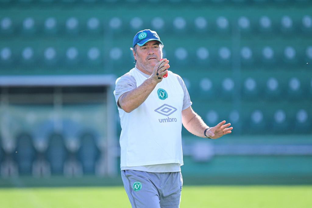 Pintado comanda o último treino antes da partida diante do Athletico. Foto: Márcio Cunha/ACF