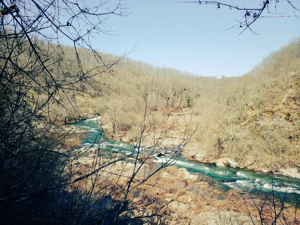 Burası, Bulgaristan ile Türkiye arasındaki sınırı oluşturan Rezve Nehri. Karşıdaki Bulgar kısmı Nature2000 kapsamında koruma altında. Türkiye kısmındaysa Kanalİstanbul'un yok edeceği Sazlıdere barajına alternatif baraj planlanıyor. Istrancalar'ı koru, #Kanalİstanbul'dan vazgeç!