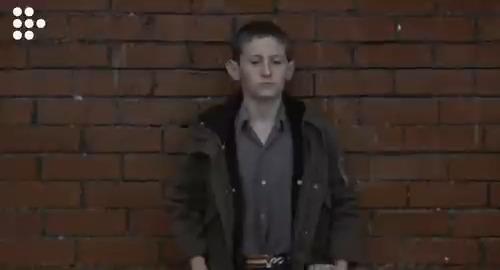 Lynne Ramsay'in 1999 yapımı çıkış filminin her bir karesi, 70'li yıllara ait bir Glasgow tablosunu tamamlayan kederli bir güzelliğe sahip. SIÇAN AVCISI.
