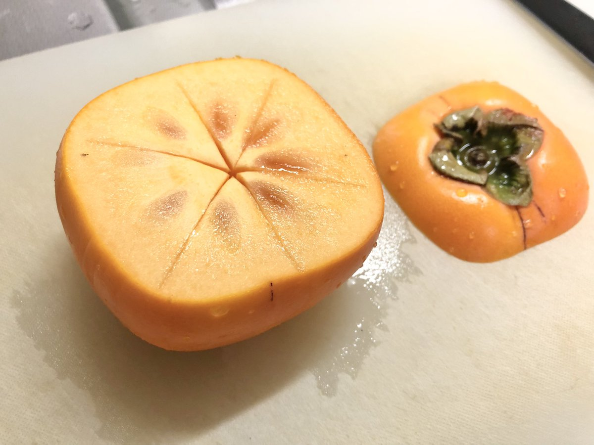 柿はこうして食べるのもおすすめ?!とっても美味しそうな「柿の食べ方」を紹介したツイートが話題に!