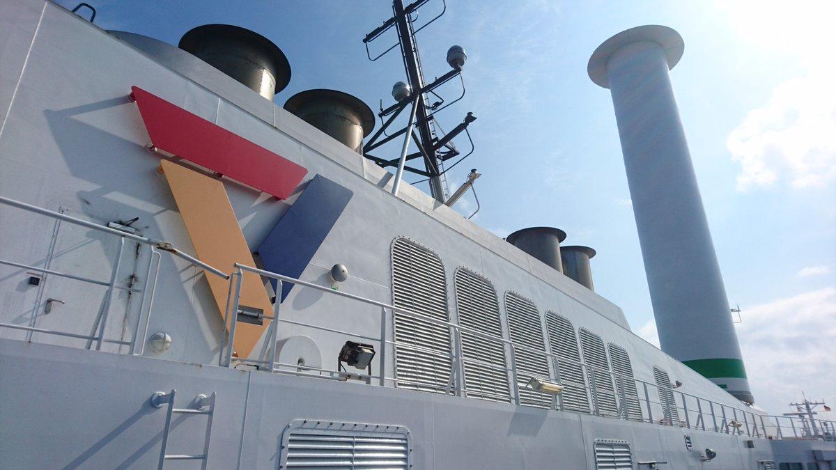 Rotorsejlet på #Scandlines #hybridfærgen Copenhagen giver 4-5% CO2-reduktion. Vi har derfor forberedt søsterfærgen Berlin til også at få  sejl. Installationen af rotorsejlet er planlagt til forsommeren 2022. #vindenergi #rotorsejl #hybridfærge https://t.co/sieG9VFLph