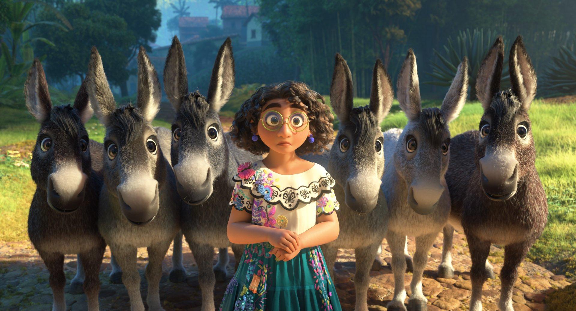 Encanto - La Fantastique Famille Madrigal [Walt Disney - 2021] - Page 6 FBmJLg8X0AAK2tm?format=jpg&name=large