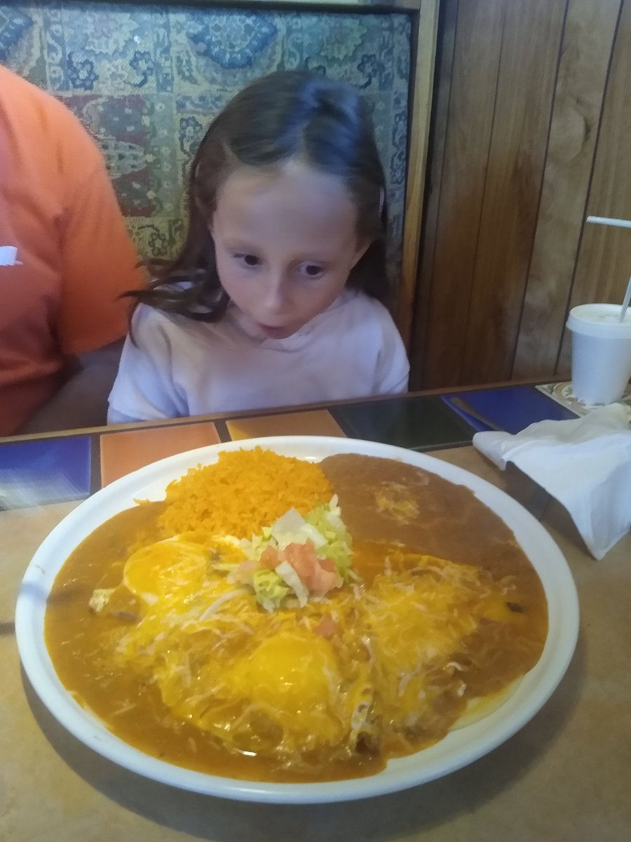 RT @CathySaidIt: She's 7 years old. #TheKidCanEat #HuevosRancheros https://t.co/CDcRYJpvgM