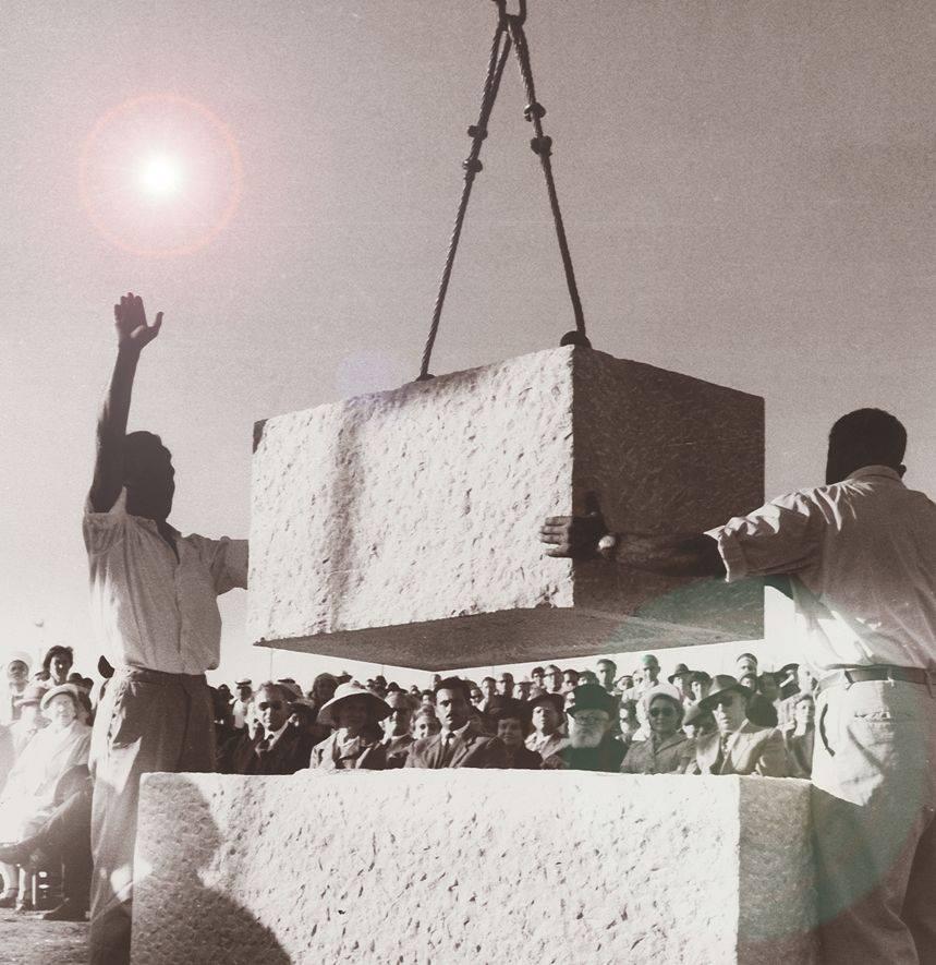 في مثل هذا اليوم من عام 1958 تم وضع حجر الأساس للمقر الجديد للكنيست، معقل الديمقراطية في إسرائيل….