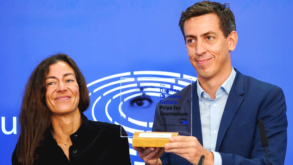 Daphne Caruana Galizia was fearless. She used her pen to combat corruption & organised crime. Around the globe investigative journalists are following her path. This Prize is here to show our support. Congratulations #PegasusProject @FbdnStories! @EPPGroup