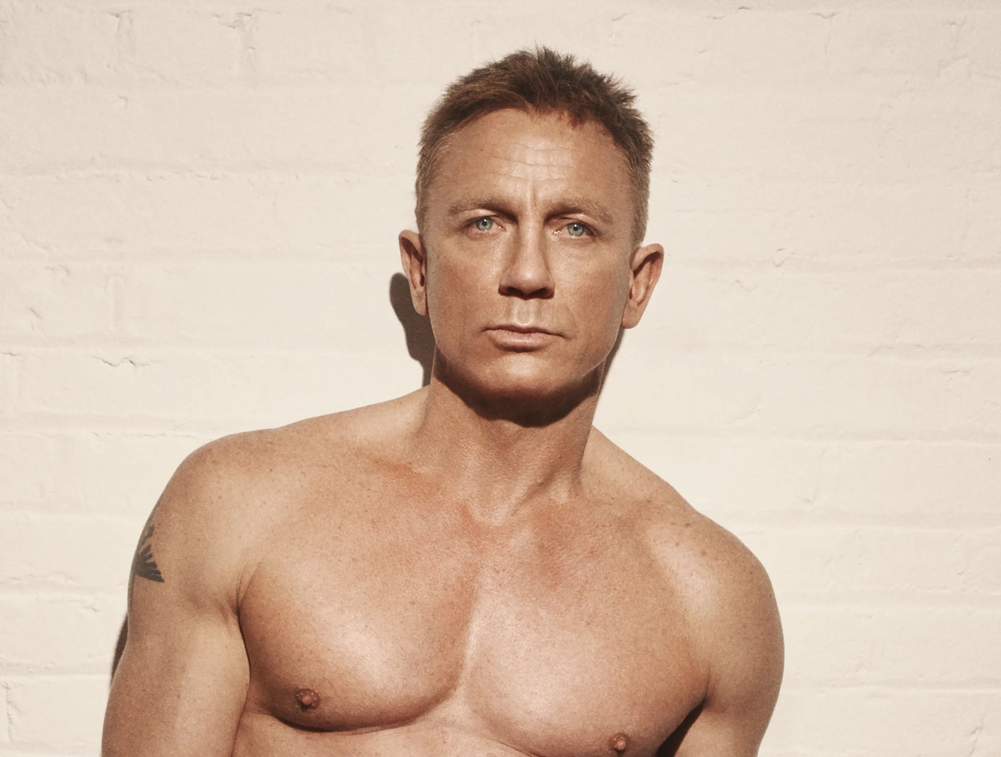 Daniel Craig Prefers Going To Gay Bars And You Probably Cant Guess Why