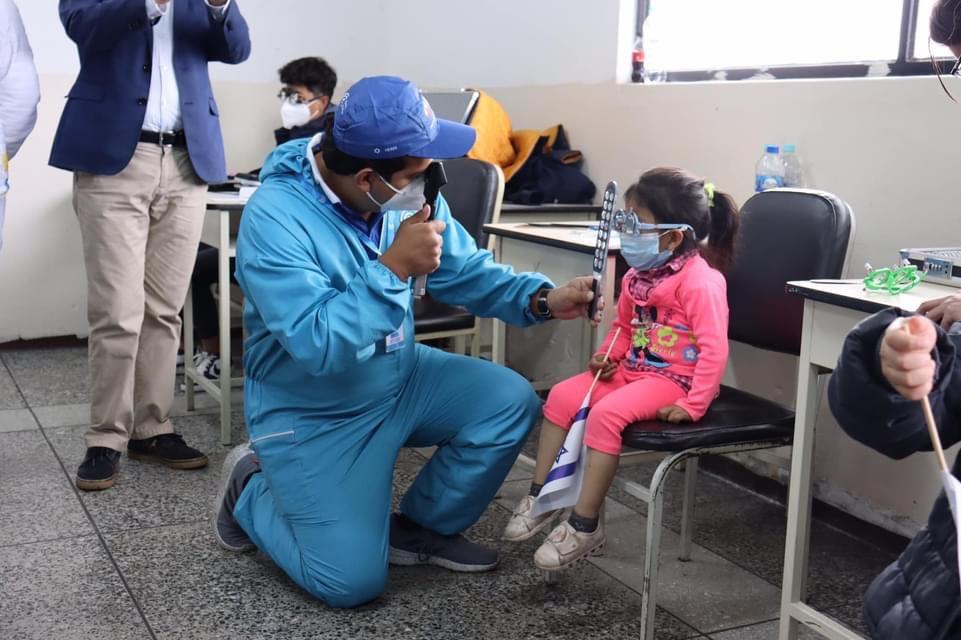 اسرائيل تسخر قدراتها في الطب لتحسين بصر الاطفال في المناطق القروية.اكثر من ٦٥٠