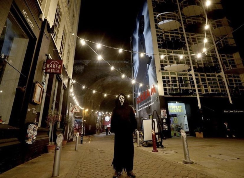 Scream 2022 posteri İngiltere - Birmingham şehrinde.  Türkiye'de böyle şeyler görmek istiyoruz. :') #ScreamMovie #Scream #Ghostface