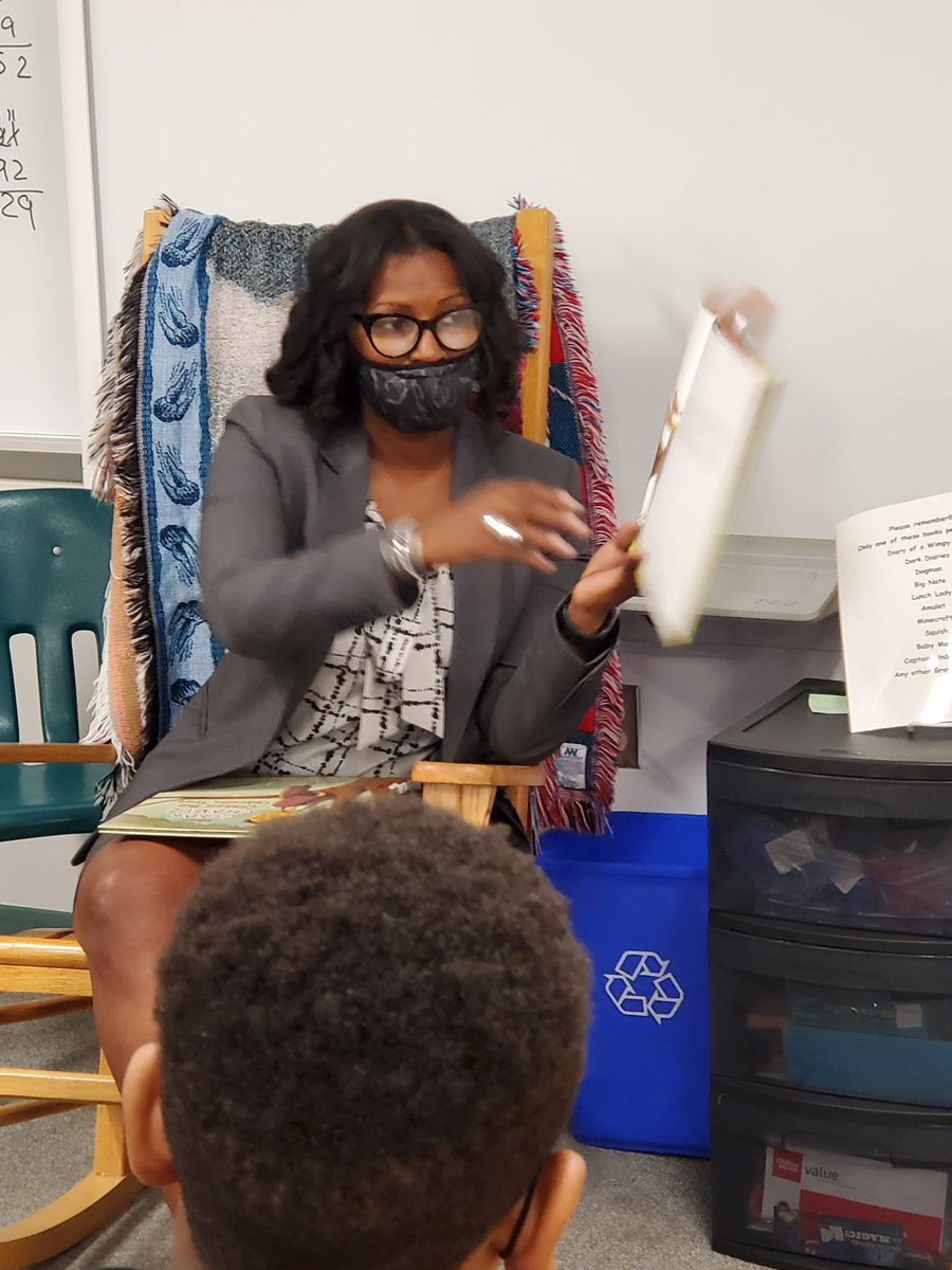 Thank you to Ms. Graves for being Drew Elem's Kick Off reader to our Hispanic Heritage Read In event.  The students loved Meg Medina's Mango, Abuela, and Me.<a target='_blank' href='http://twitter.com/GravesKimberley'>@GravesKimberley</a> <a target='_blank' href='http://twitter.com/APSDrew'>@APSDrew</a> <a target='_blank' href='http://twitter.com/APSLibrarians'>@APSLibrarians</a> <a target='_blank' href='http://twitter.com/Meg_Medina'>@Meg_Medina</a> <a target='_blank' href='http://twitter.com/SuptDuran'>@SuptDuran</a> <a target='_blank' href='https://t.co/oqvS25HUoP'>https://t.co/oqvS25HUoP</a>