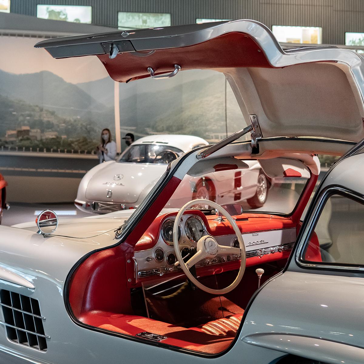 Zamanının yakışıklı sporcularından Mercedes 300 SL...  #Koluman #MercedesBenz #tbt #throwbackthursday #mercedesbenzclassic #MBClassic #300SL