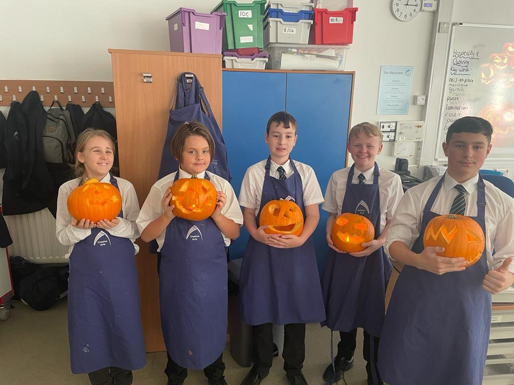 Halloween activities 🎃✨ Our #Year7 & #Year8 form tutors nominated some students for a reward of pumpkin carving today. Check out the results! We are now fully prepared for our Halloween disco tonight... 🎶 #Halloween