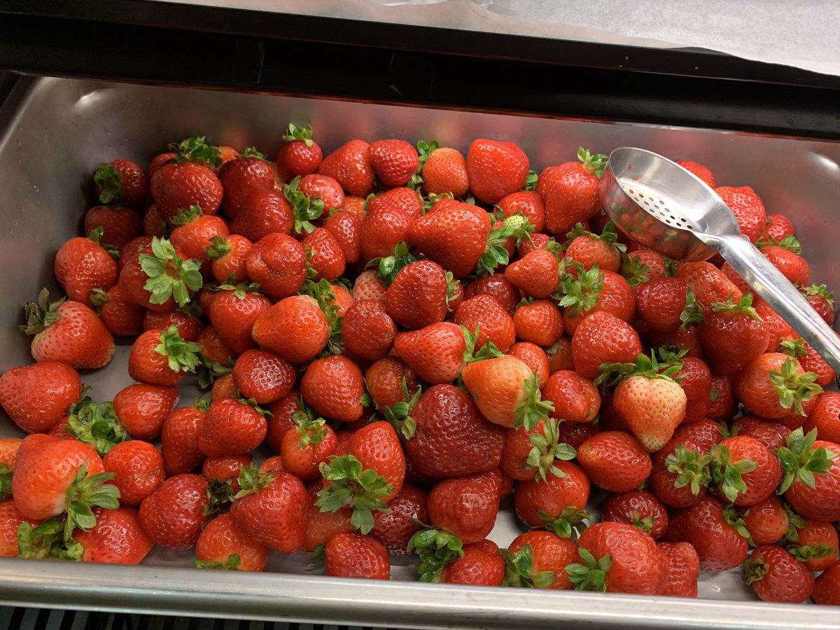 Yum! Jamestown students love our school lunches!! <a target='_blank' href='http://twitter.com/APSlunchrocks'>@APSlunchrocks</a> <a target='_blank' href='http://search.twitter.com/search?q=APSLunchRocks'><a target='_blank' href='https://twitter.com/hashtag/APSLunchRocks?src=hash'>#APSLunchRocks</a></a> thank you to our amazing food staff! <a target='_blank' href='https://t.co/IWikk3yqs7'>https://t.co/IWikk3yqs7</a>