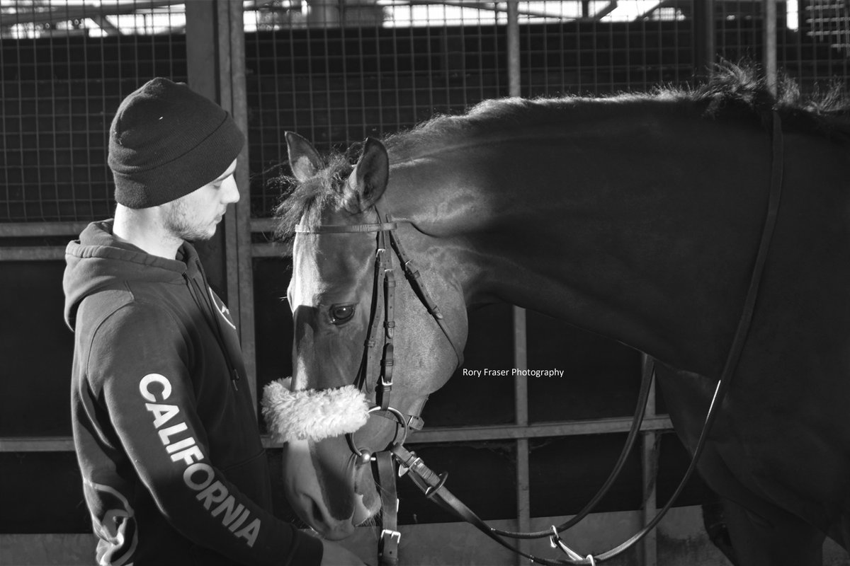 Black and White - A great insight into the working relationship of horse and human shown with BEATTIE IS BACK (Mayson x Miss Fifty) and his stable lad. Trained by @RichardFahey and owned by @RichardFaheyERC